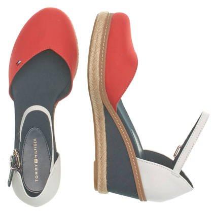 Tommy Hilfiger Wedges Hohe Sandaletten in drei Farben für je 34,95€ (statt 70€)