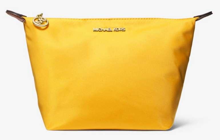 Michael Kors Täschchen aus Nylon mit Reißverschluss in Gelb für 47€ inkl. Versand (statt 67€)