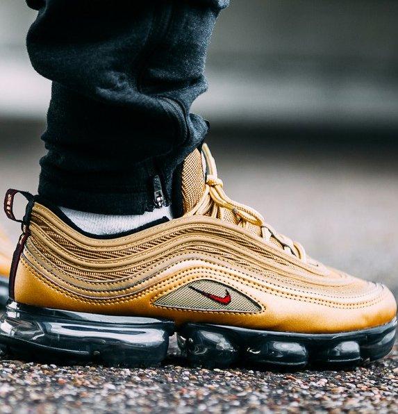 Nike Air Vapormax '97 Sneaker in Metallic Gold für 174,95€ (statt 225€)
