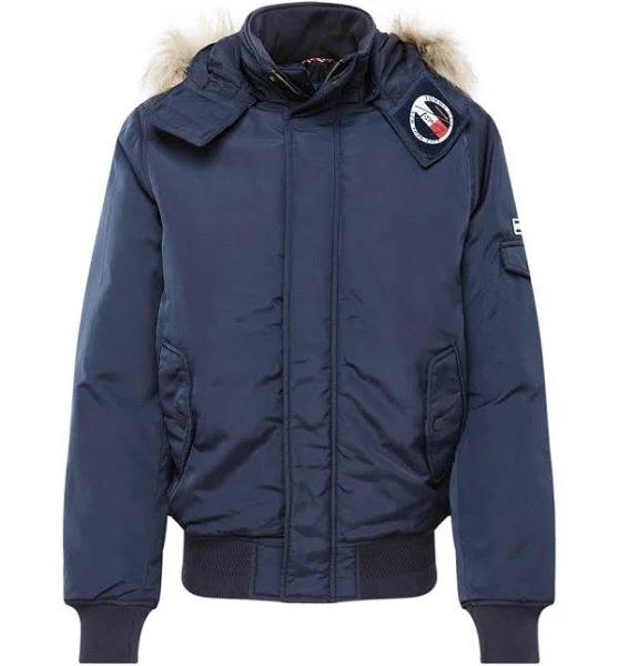Tommy Jeans Jacke in dunkelblau für 134,40€ inkl. Versand (statt 229€)