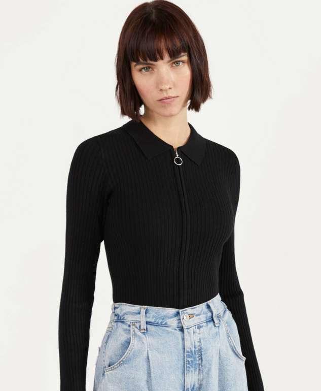 Bershka Pullover im Polo-Stil mit Reißverschluss in schwarz für 12,94€inkl. Versand (statt 22€)