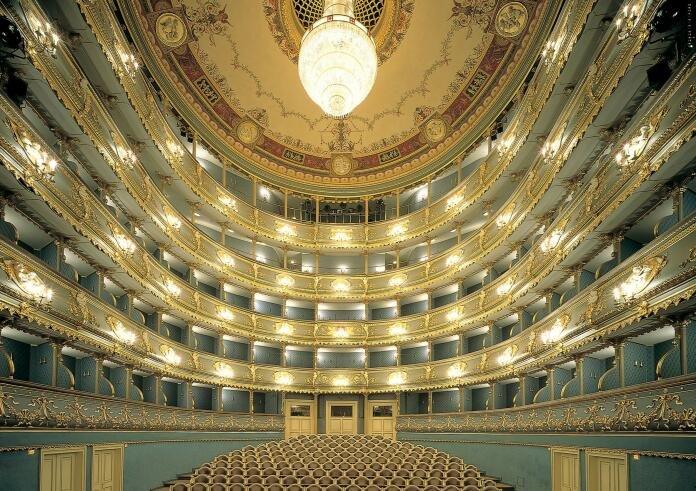 Am 22.11. im 4* Hotel in Prag inkl. Oper, Konzert & Frühstück für 49€ p.P.