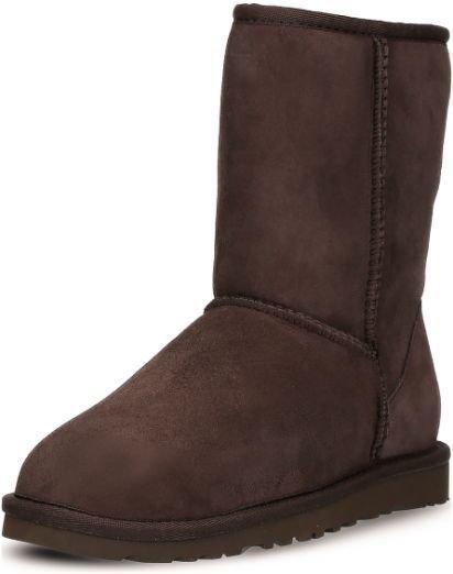 UGG Australia Boots Classic Short (Lammfell, dunkelbraun) zu 64,24€ (statt 121€)