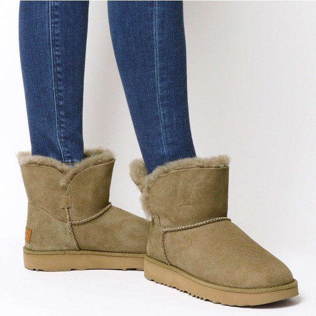 UGG Classic Cuff Mini Boots für 97,50€ inkl. Versand