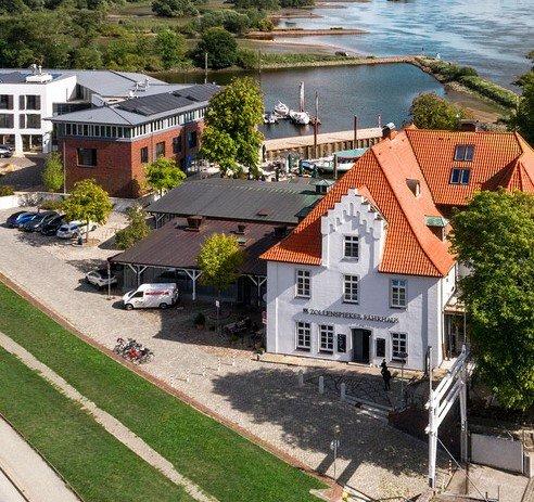 """Bei Hamburg, Elbe: Übernachtung im """"Zollenspieker Fährhaus"""" inkl. Frühstück und Wellness ab 55€ p. P."""