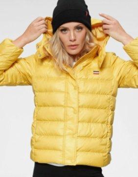 Levis's Daunenjacke Core Down in gelb für 85,41€ inkl. Versand (statt 100€)