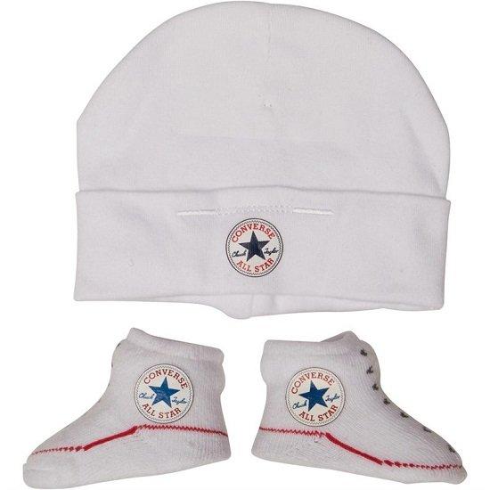 Converse Sale mit bis zu 50% Rabatt bei MandMDirect, z.B. Babysocken + Mütze für 12,90€