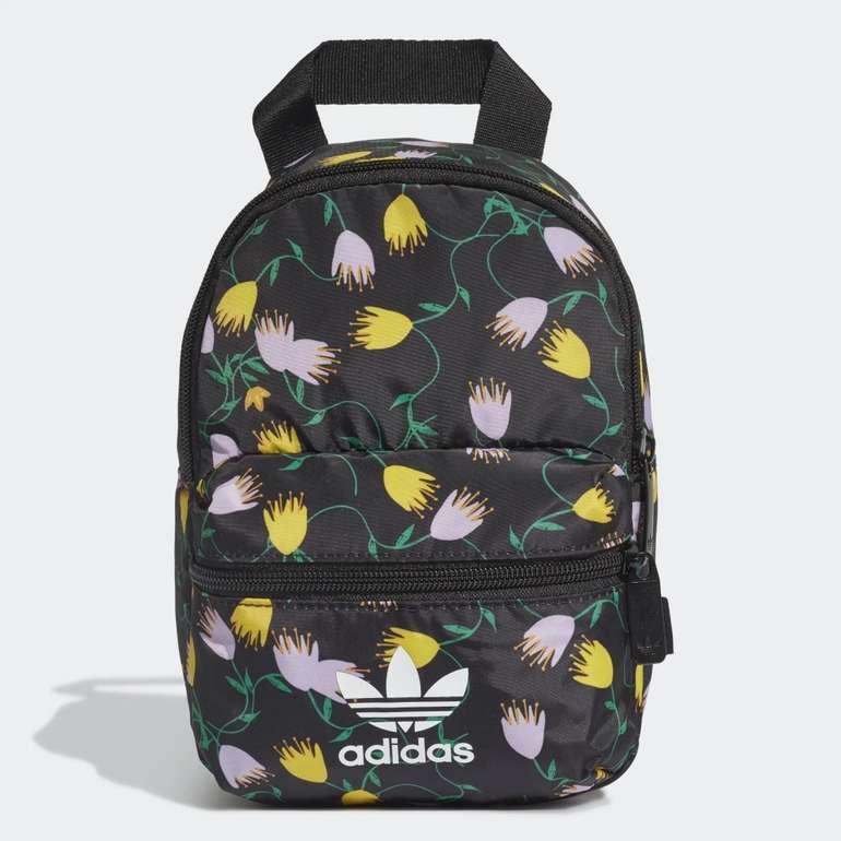 Adidas Originals Graphic Mini Rucksack für 15,30€ inkl. Versand (statt 24€) - Creators Club