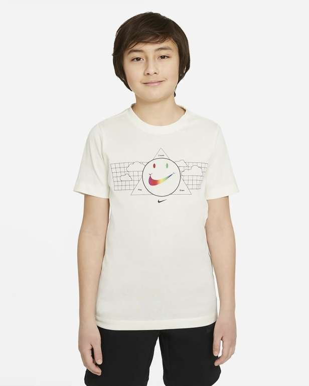 Nike Sportswear T-Shirt (ältere Kinder) für 10,48€ inkl. Versand (statt 19€) - Nike Membership!