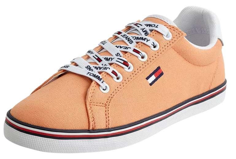 Tommy Jeans Damen Sneaker mit Logo-Applikationen in orange für 31,49€ inkl. Versand (statt 45€)