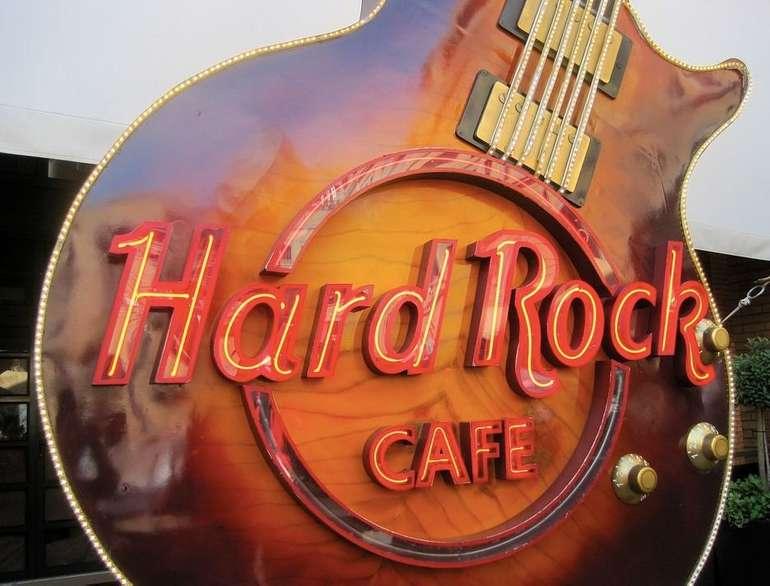 Schweiz: Ab 2 Nächte im 4*Hard Rock Hotel Davos inkl. Frühstück, Parkplatz uvm. bis November 278€