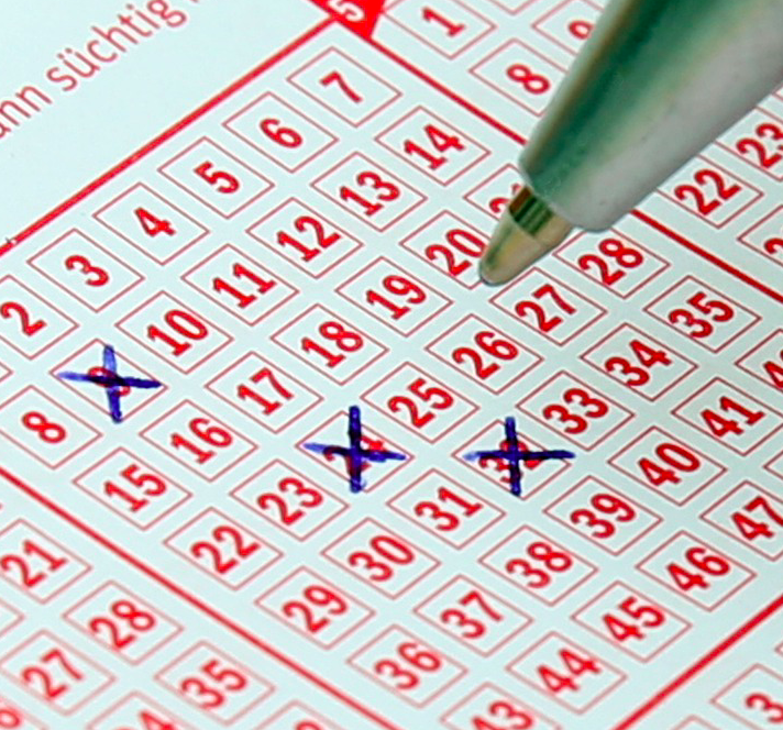 Mi, 18 Uhr: Lotto 6aus49: 5 Mio € Jackpot - 6 Felder 1€ (statt 6,50€, Neukunden)