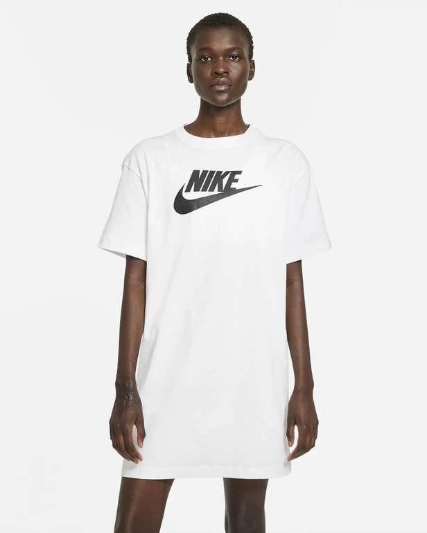 Nike Sportswear Essential Damenkleid in 2 Farben für je 20,99€ (statt 27€) - Nike Membership!