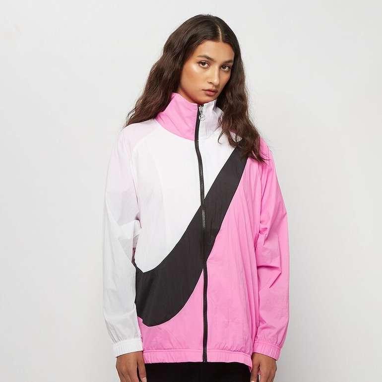 Nike Sportswear Damen Jacke Swoosh für 24€ inkl. Versand (statt 51€)