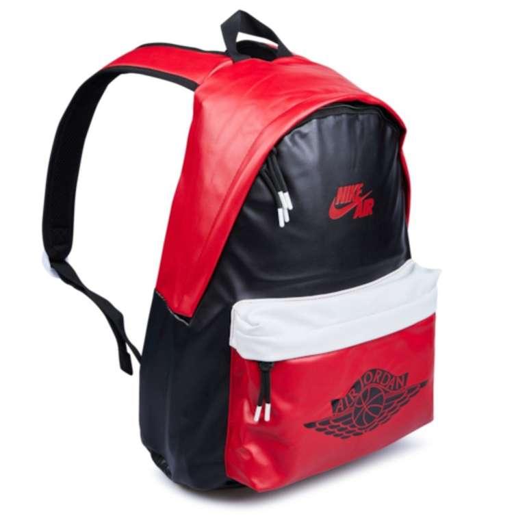 Nike Jordan Air 1 Backpack (versch. Farben) für je 39,99€ inkl. Versand (statt 59€)