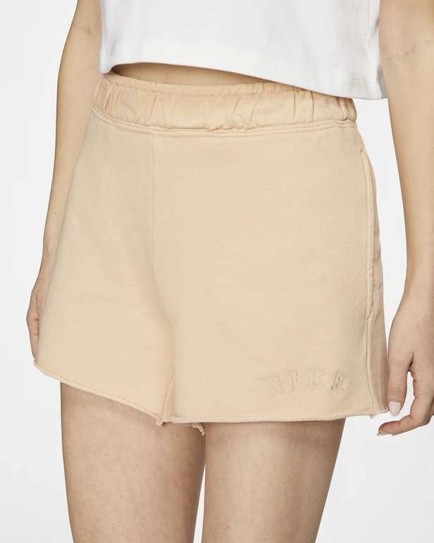 Nike Sportswear Damen Shorts aus French-Terry für 21,18€ inkl. Versand (statt 26€) - Nike Membership!