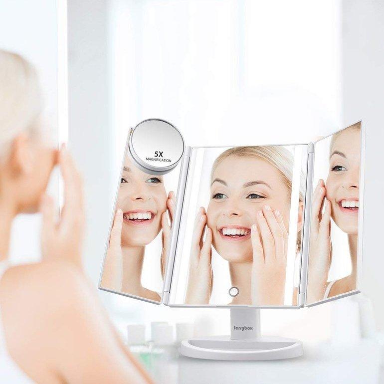 Jerrybox Schminkspiegel mit Beleuchtung (inkl. klappbare Seitenspiegel) je 9,99€