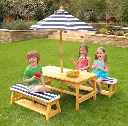 Für die Kleinen: Kidkraft Gartentischset mit Bank für 128,79€ (statt 154€)