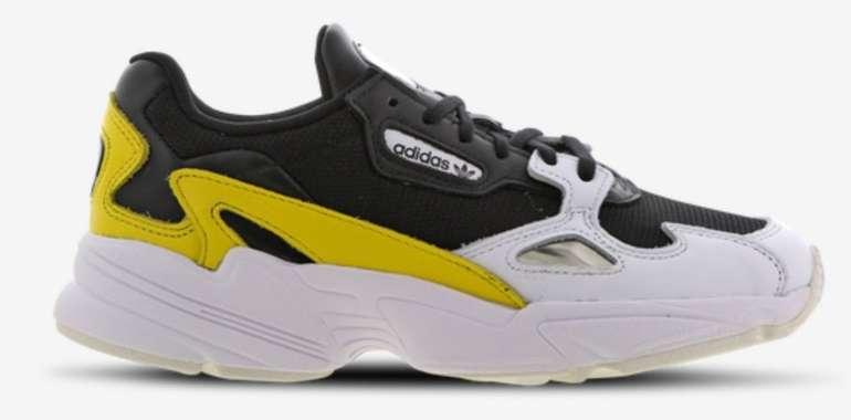 Foot Locker Damen Sale mit bis zu 50% Rabatt - z.B. Adidas Falcon Damen Sneaker für 49,99€ (statt 56€)