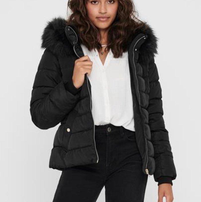 Only Onlcamilla Quilted Jacket CC OTW Damen Jacke für 37,49€ inkl. Versand (statt 61€)