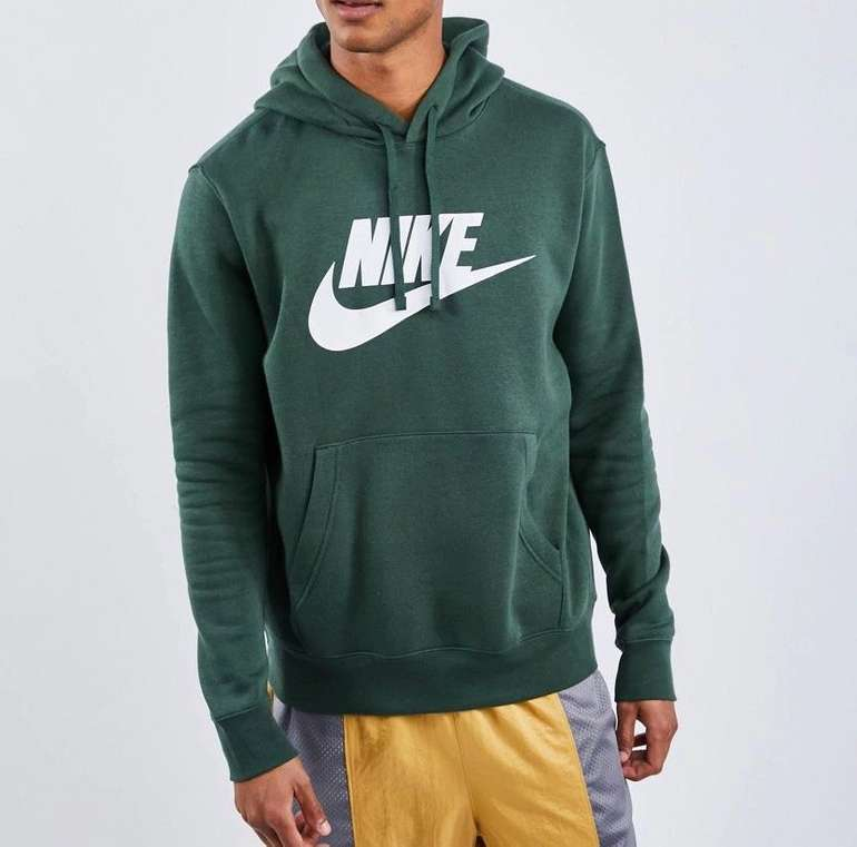 Nike Club Futura Logo Herren Hoodie in Grün für 19,99€ inkl. Versand (statt 49€) - nur in S und XL!
