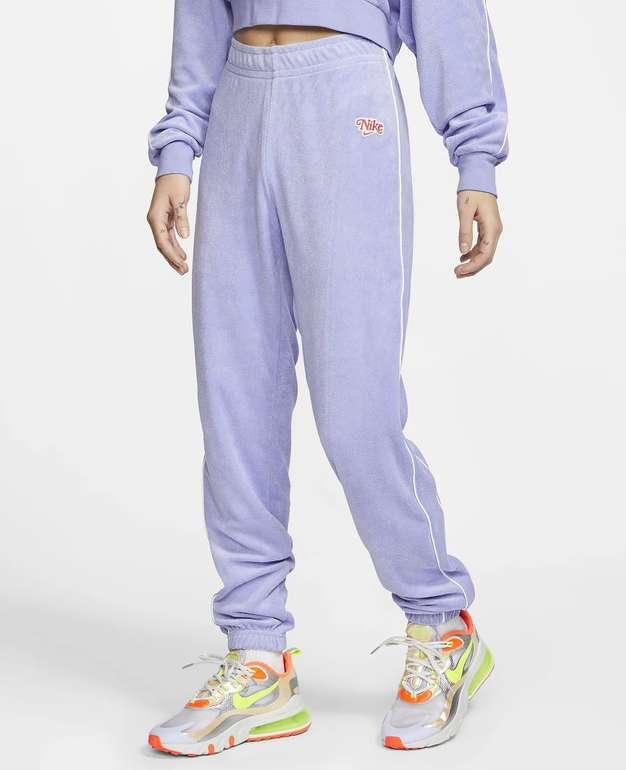 Nike Sportswear Damen Jogginghose in 2 Farben für je 42€ inkl. Versand (statt 56€) - Nike Membership