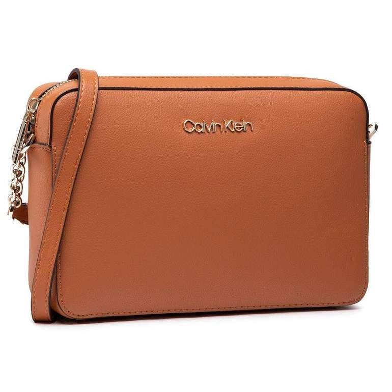 """Calvin Klein Handtasche """"Camera Bag"""" in Braun für 57€ inkl. Versand (statt 80€)"""
