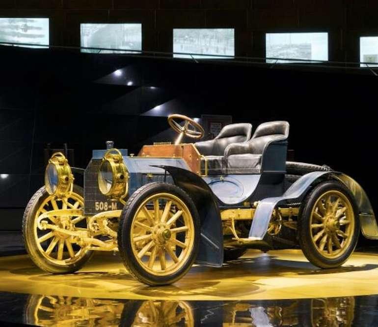 Stuttgart: Mercedes-Benz Museum • Tickets + Übernachtung im Premium Hotel eurer Wahl ab 49€ p.P.