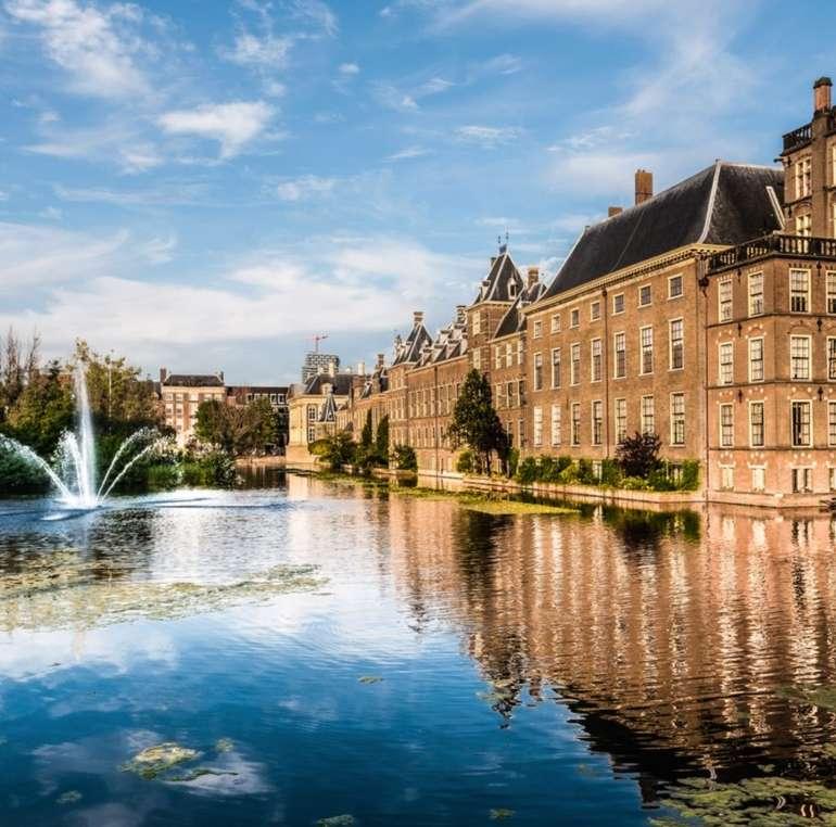 Den Haag: 1 Nacht zu Zweit im 4*S Leonardo Royal Hotel inkl. Frühstück, Spa & Parkplatz ab 49€ p.P.