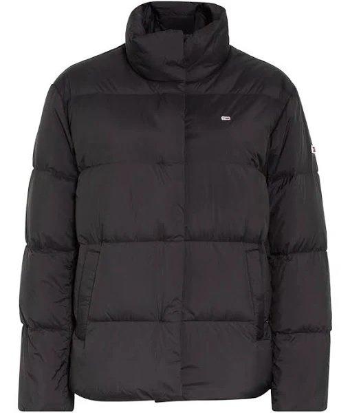 Tommy Jeans Damen Daunenjacke mit Stehkragen in Grau / Schwarz für 112,49€ inkl. Versand (statt 200€)