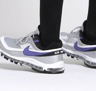 Nike Air Max 97 Sneaker in Schwarz und mit