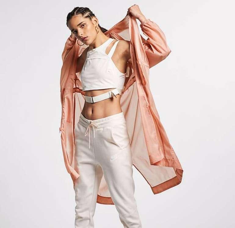"""Nike Sportswear """"Swoosh"""" Damen Parka für 55,98€ inkl. Versand (statt 100€)"""