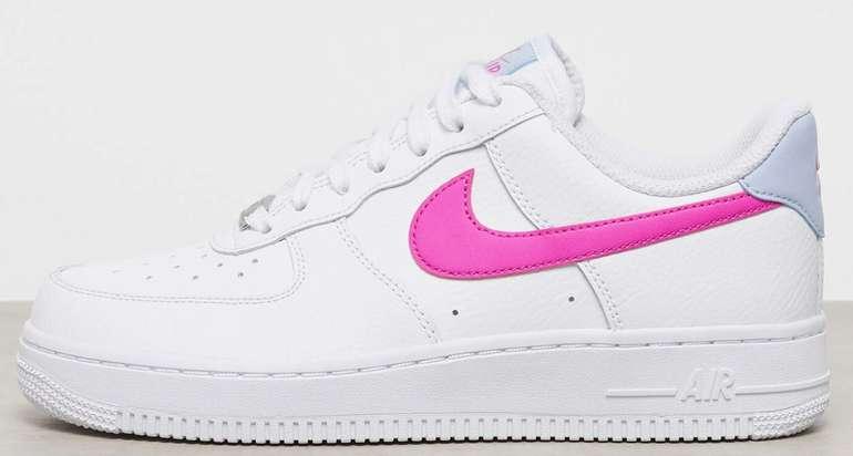 Nike Damen Air Force 1 '07 in Weiß-Pink für 77,99€ inkl. Versand (statt 104€) - Größe 36 bis 38