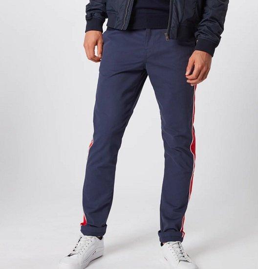 """Tommy Jeans Chino """"Stripe Scanton"""" in dunkelblau / rot für 41,94€ (statt 69€)"""