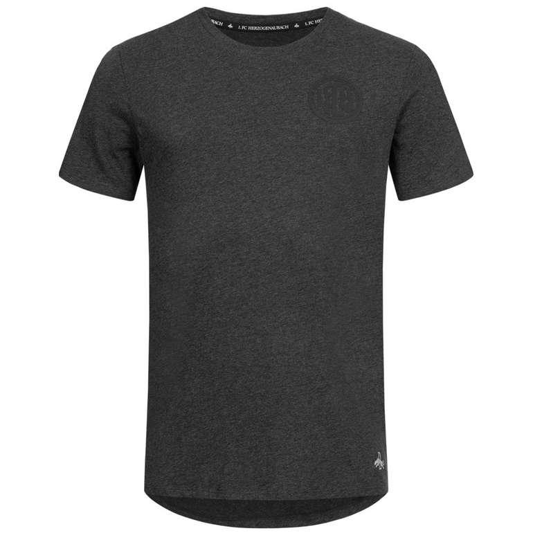 Puma x 1. FC Herzogenaurach Herren Basic T-Shirt für 12,83€ (statt 15€)