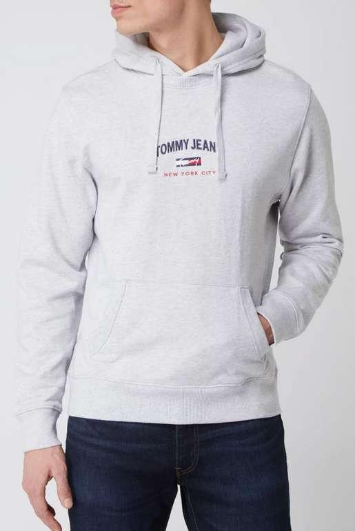 Tommy Jeans Hoodie aus Bio-Baumwolle in Grau für 49,99€inkl. Versand (statt 70€)