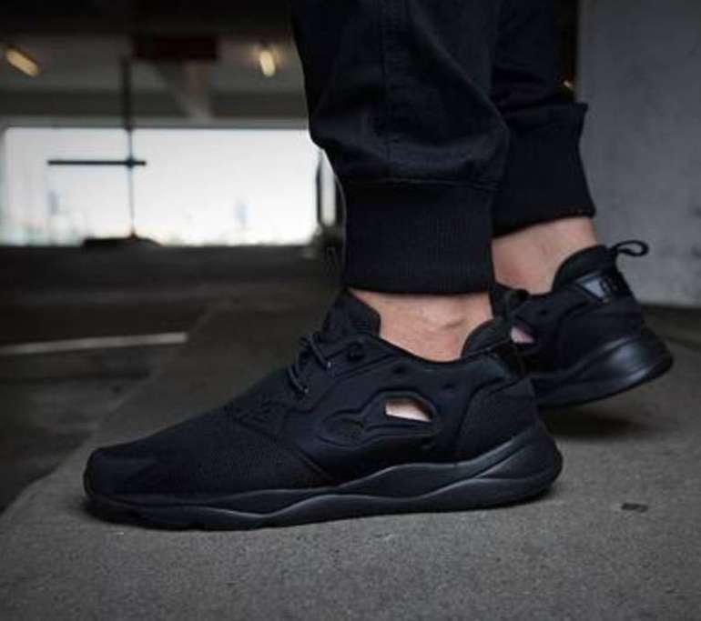 Reebok Furylite Triple Black Trainer Herren Sneaker für 23,14€ (statt 47€)