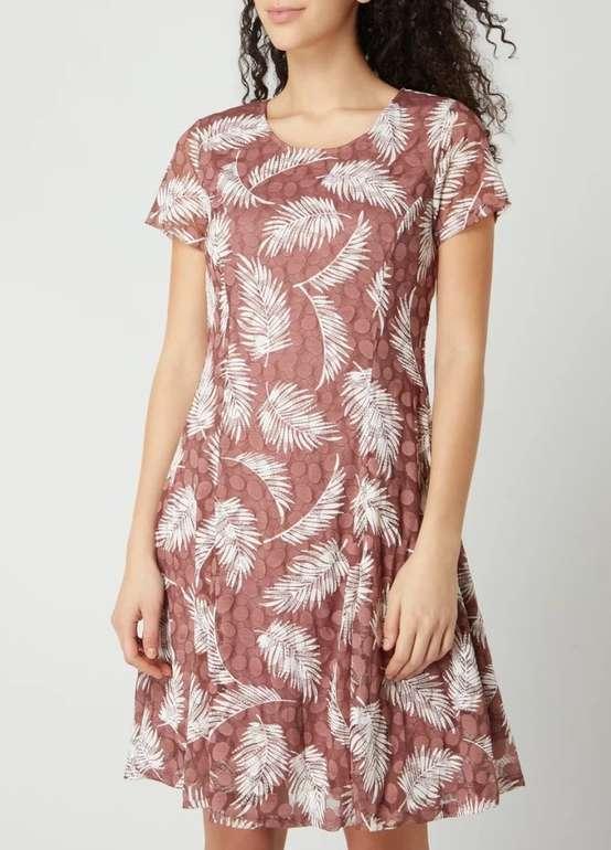 Apricot Kleid mit Allover-Muster für 27,99€ inkl. Versand (statt 50€)