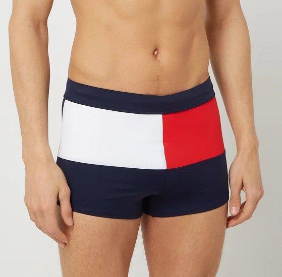 Tommy Hilfiger Knit Trunk Badeshorts im dreifarbigen Logo-Design für 29,99€ (statt 45€)