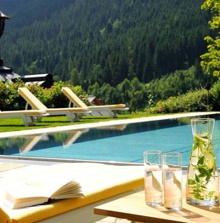 2 ÜN im 4* Hotel Saalbacher Hof (nähe Salzburg) mit Halbpension & Wellness ab 115€ p.P.