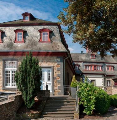 Groupon: 15% Rabatt auf Reise-Deals (ohne MBW) - z.B. Schloss Burgbrohl ab 246€