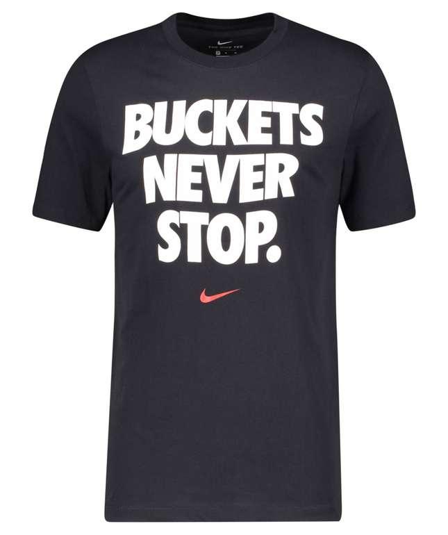 "Nike Herren T-Shirt ""NBA Dri-FIT Buckets Never Stop Me"" für 16,70€ inkl. Versand (statt 25€)"