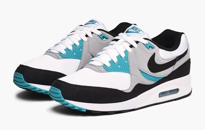 Nike Air Max Light Sneaker für 78,40€ inkl. Versand
