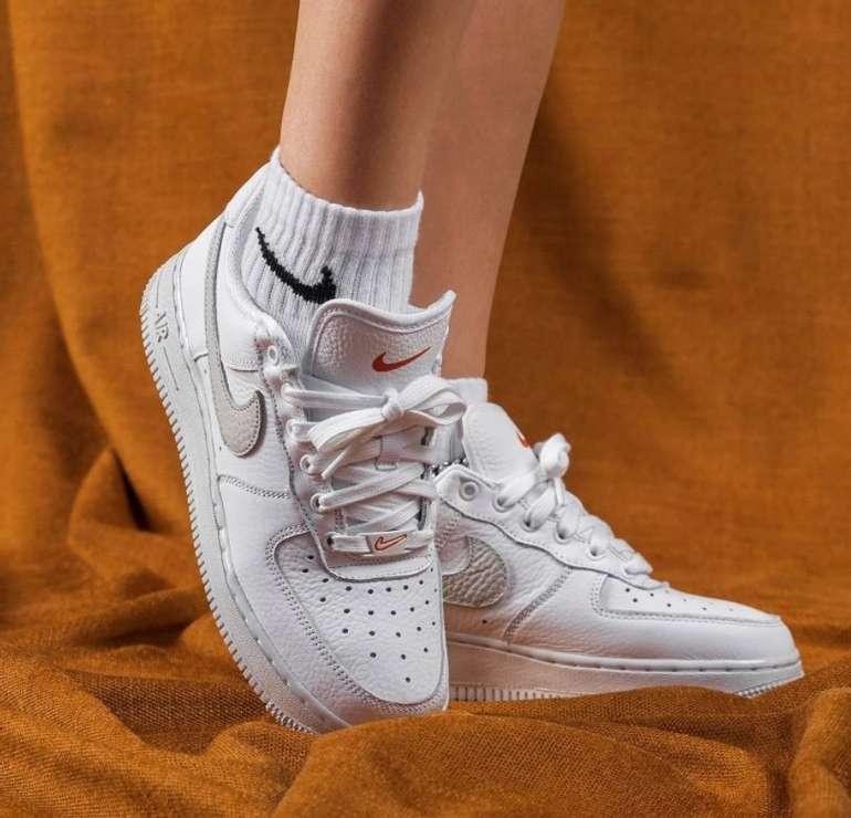 "Nike Air Force 1 '07 Sneaker im ""Light Bone""-Colourway für 95,20€ inkl. Versand (statt 119€)"