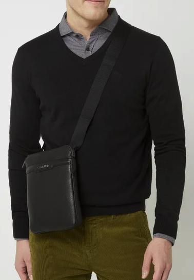 Calvin Klein Umhängetasche in Leder-Optik in Schwarz für 34,99€inkl. Versand (statt 51€)