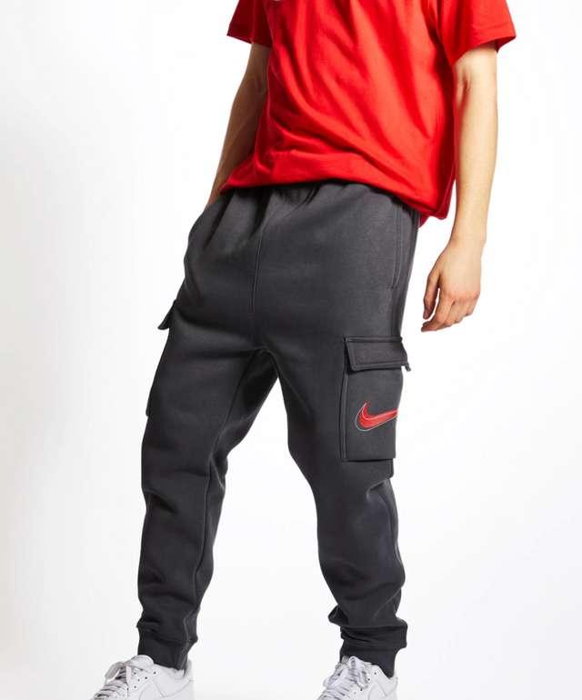 Nike Court Print Cargo Herren Hose in Schwarz für 29,99€inkl. Versand (statt 46€)
