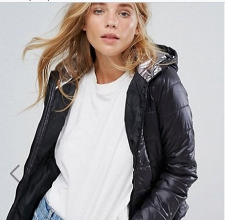 Bershka - leichte Kapuzenjacke für Damen in XS & S für 12,49€ (statt 22€)