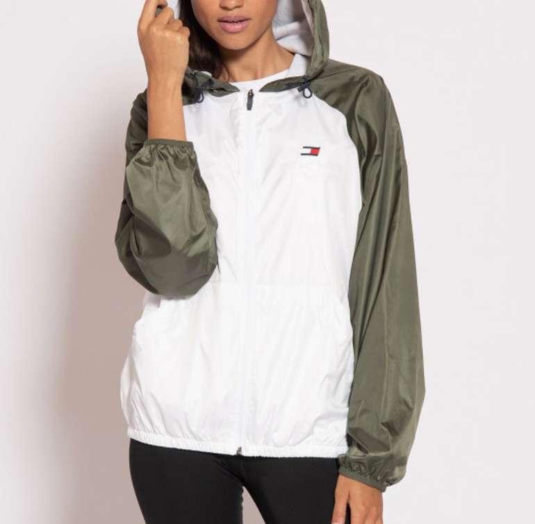 Dress for Less: 25% Rabatt auf Alles + VSKfrei - z.B. Tommy Sport Damen Windbreaker für 52,43€ (statt 90€)
