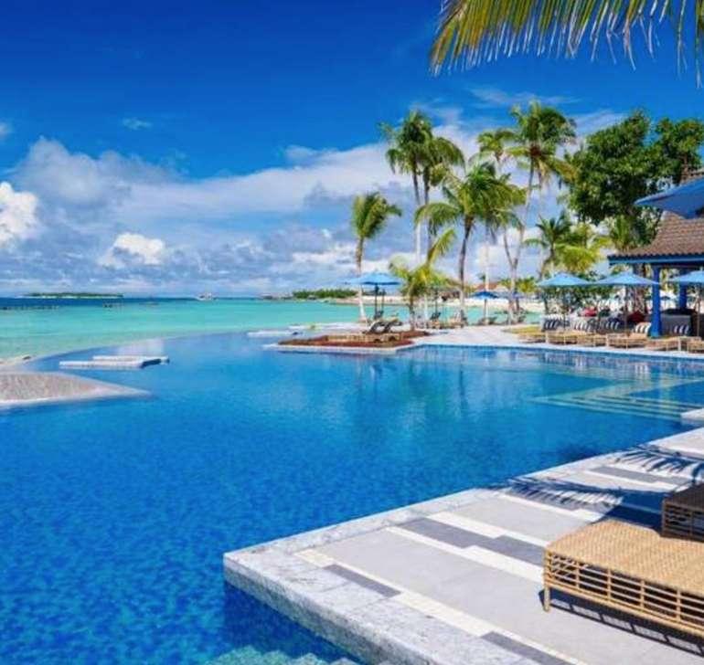 Malediven: 7 Nächte im 5* SAii Lagoon Curio Collection By Hilton + Frühstück und Transfers für 631€ p.P. (September)