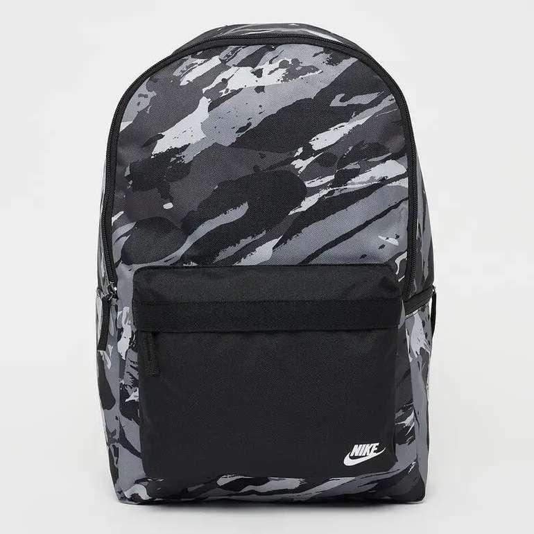 Nike Heritage Rucksack in Camouflage für 19,99€ inkl. Versand (statt 26€)